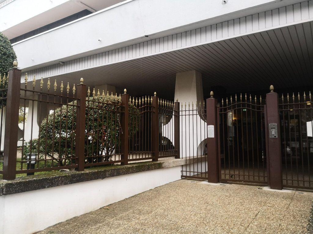 Appartement à louer 2 36.99m2 à Saint-Étienne vignette-5
