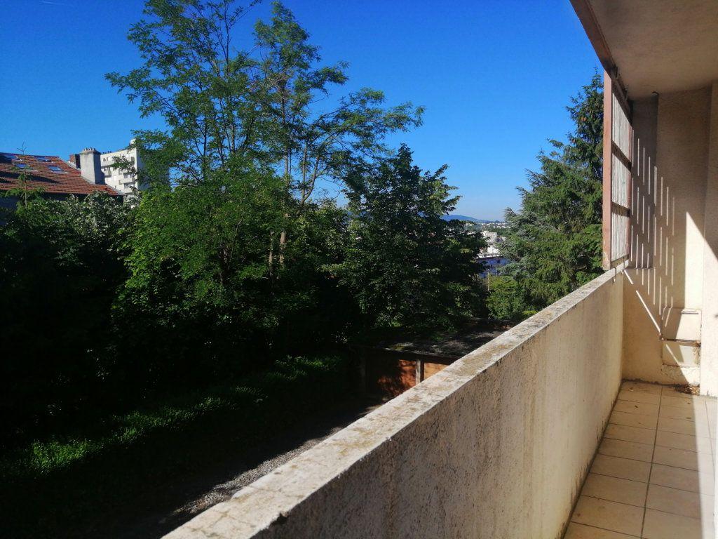 Appartement à louer 2 42.14m2 à Saint-Étienne vignette-2