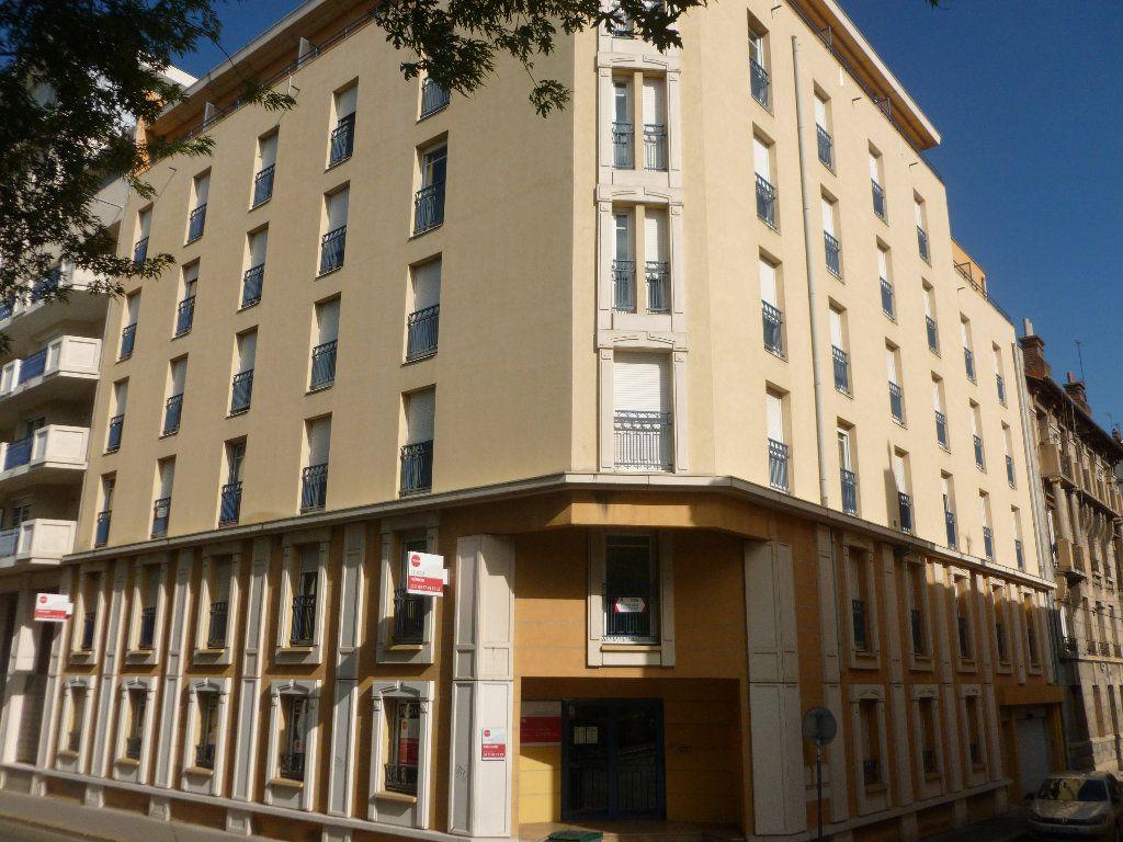 Appartement à louer 1 17.07m2 à Saint-Étienne vignette-5