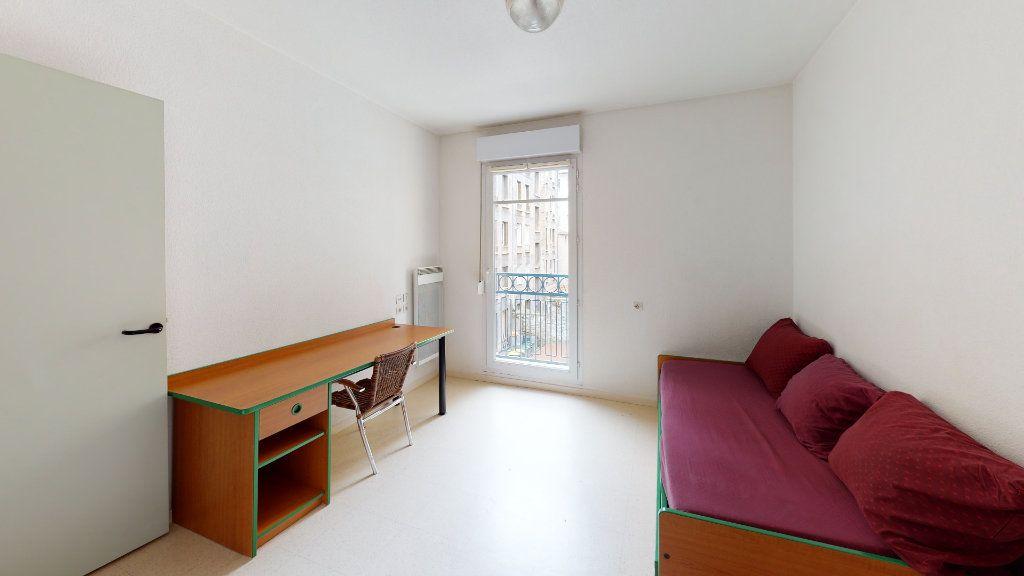 Appartement à louer 1 24.32m2 à Saint-Étienne vignette-1