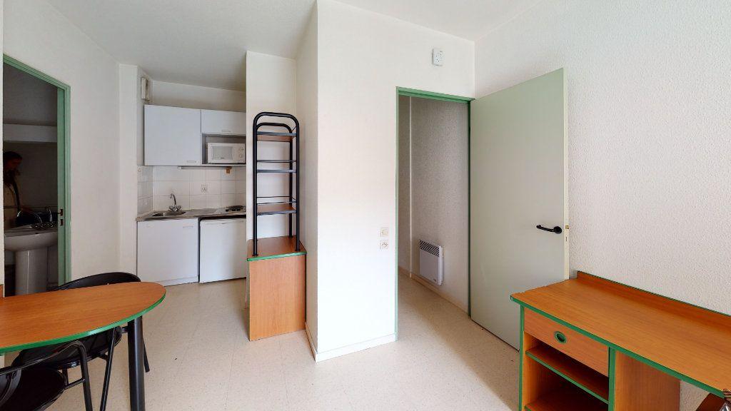 Appartement à louer 1 24.32m2 à Saint-Étienne vignette-3