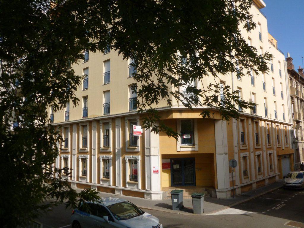 Appartement à louer 1 24.32m2 à Saint-Étienne vignette-5