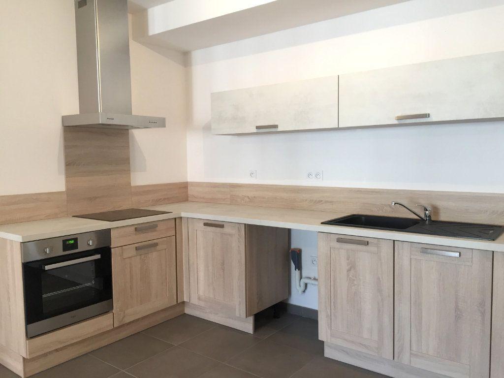 Appartement à louer 3 64.05m2 à Saint-Étienne vignette-1