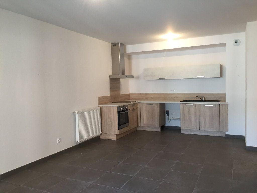 Appartement à louer 3 64.05m2 à Saint-Étienne vignette-2
