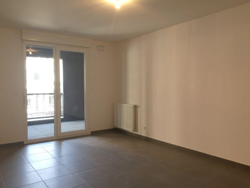 Appartement à louer 3 64.05m2 à Saint-Étienne vignette-3