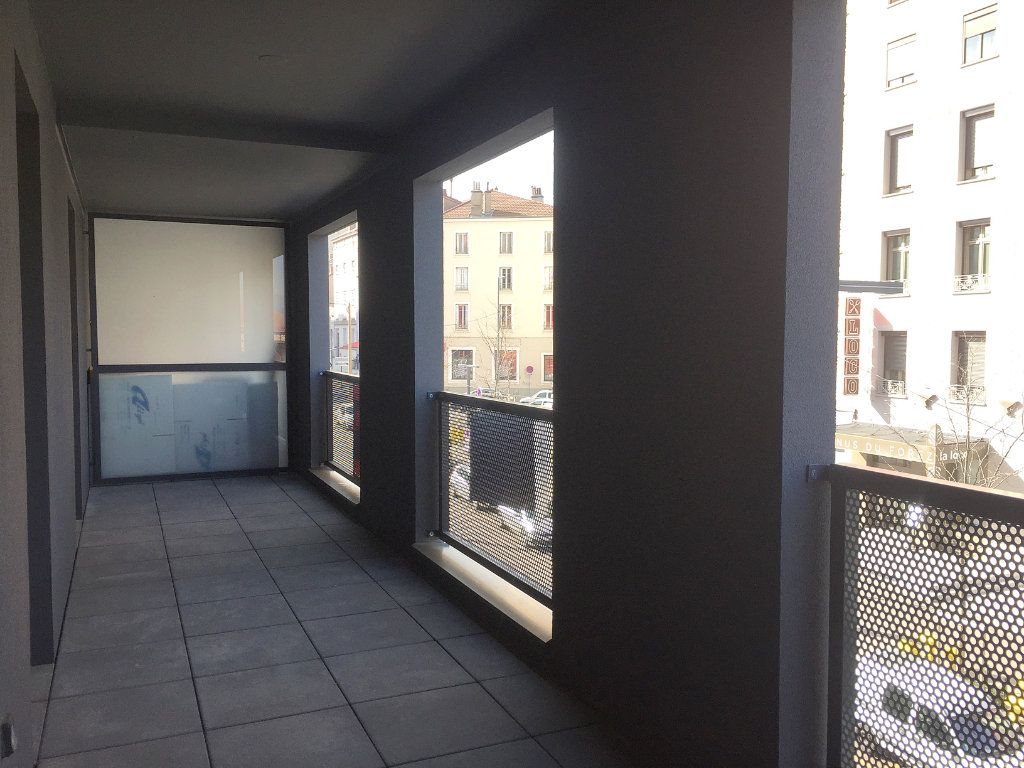 Appartement à louer 3 64.05m2 à Saint-Étienne vignette-4