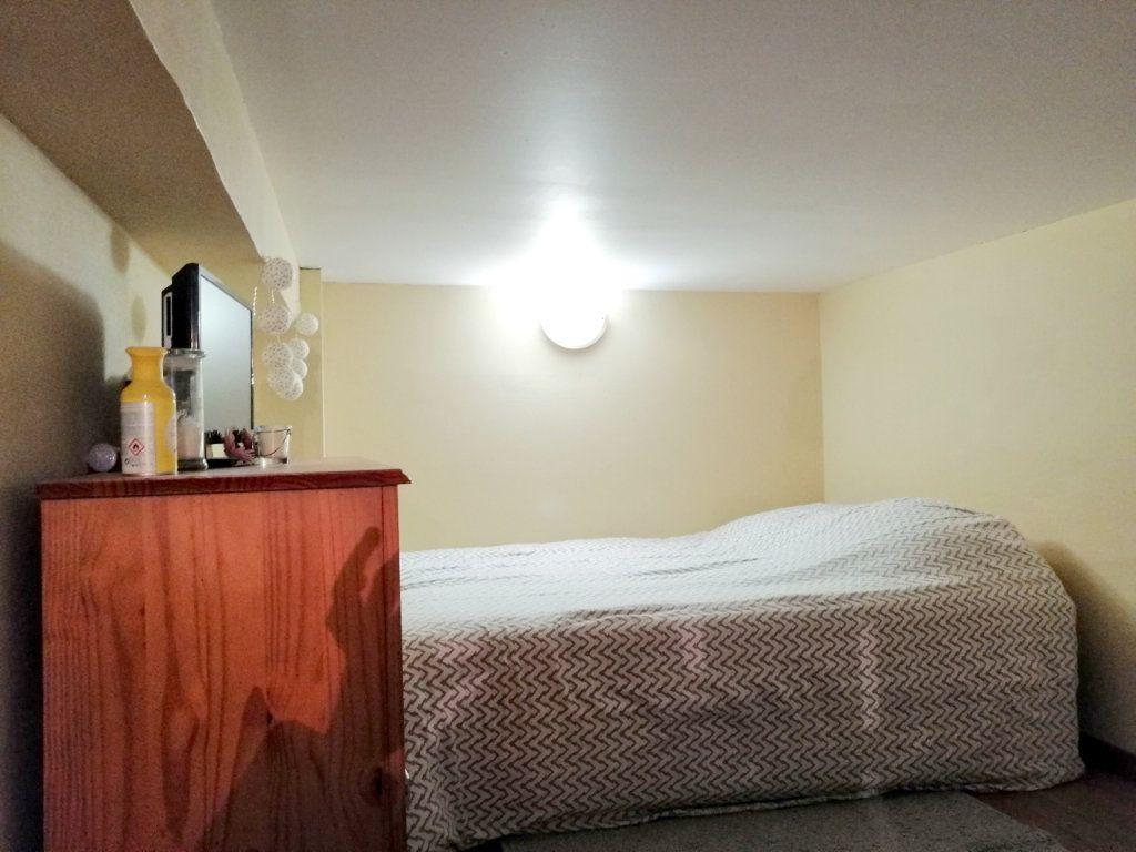 Appartement à louer 1 15m2 à Saint-Étienne vignette-4