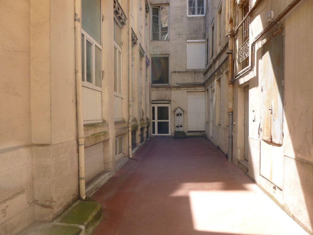 Appartement à louer 1 15m2 à Saint-Étienne vignette-5
