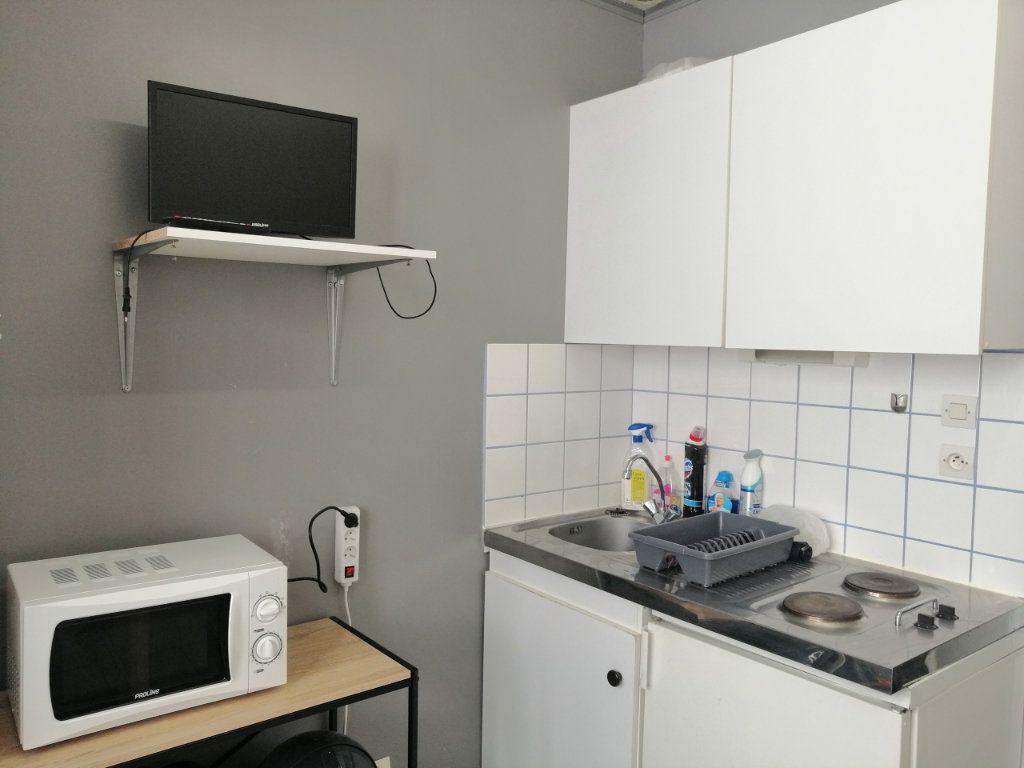 Appartement à louer 1 12.28m2 à Saint-Étienne vignette-2