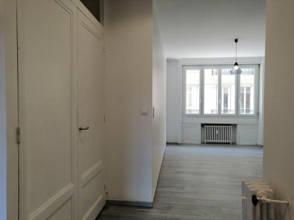 Appartement à louer 2 60.73m2 à Saint-Étienne vignette-2