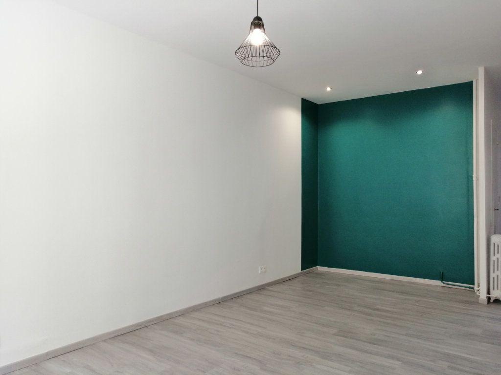 Appartement à louer 2 60.73m2 à Saint-Étienne vignette-3