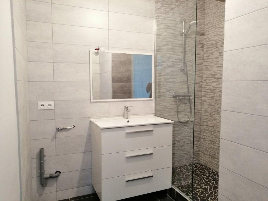 Appartement à louer 2 60.73m2 à Saint-Étienne vignette-4