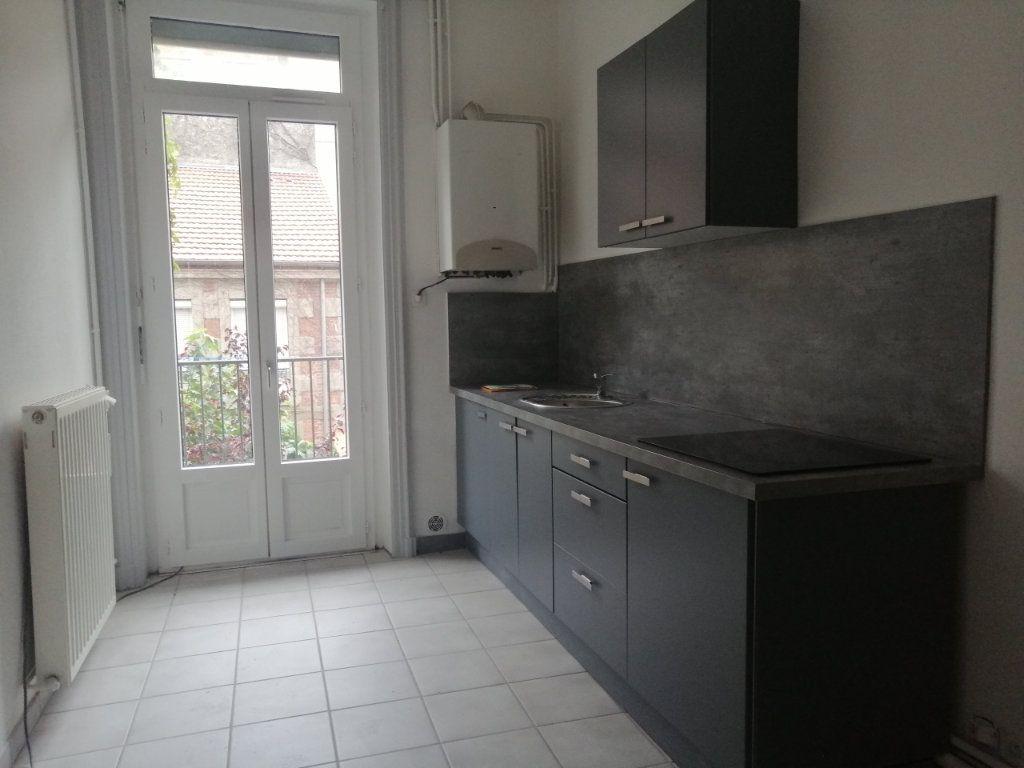 Appartement à louer 2 67m2 à Saint-Étienne vignette-2