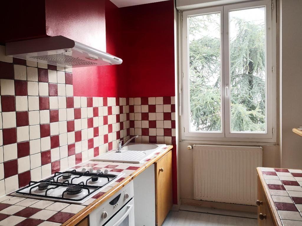 Appartement à louer 3 66.31m2 à Saint-Étienne vignette-1