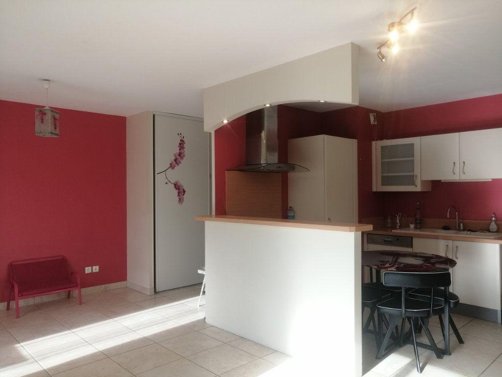 Appartement à louer 2 38.15m2 à Saint-Étienne vignette-3