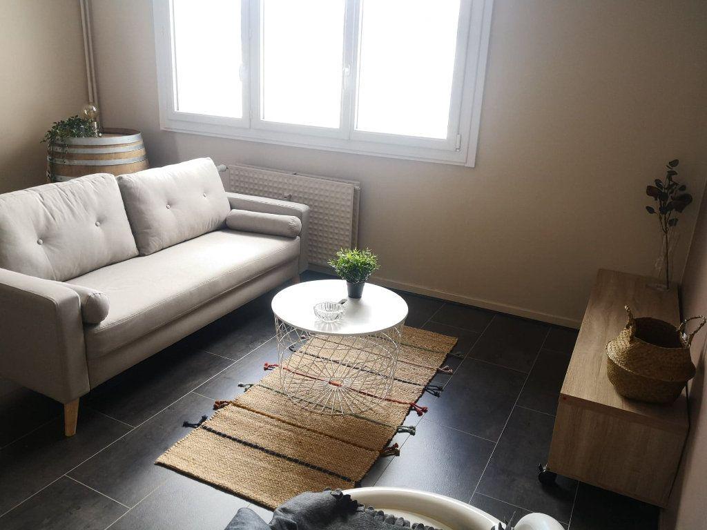 Appartement à louer 3 69.03m2 à Saint-Étienne vignette-1