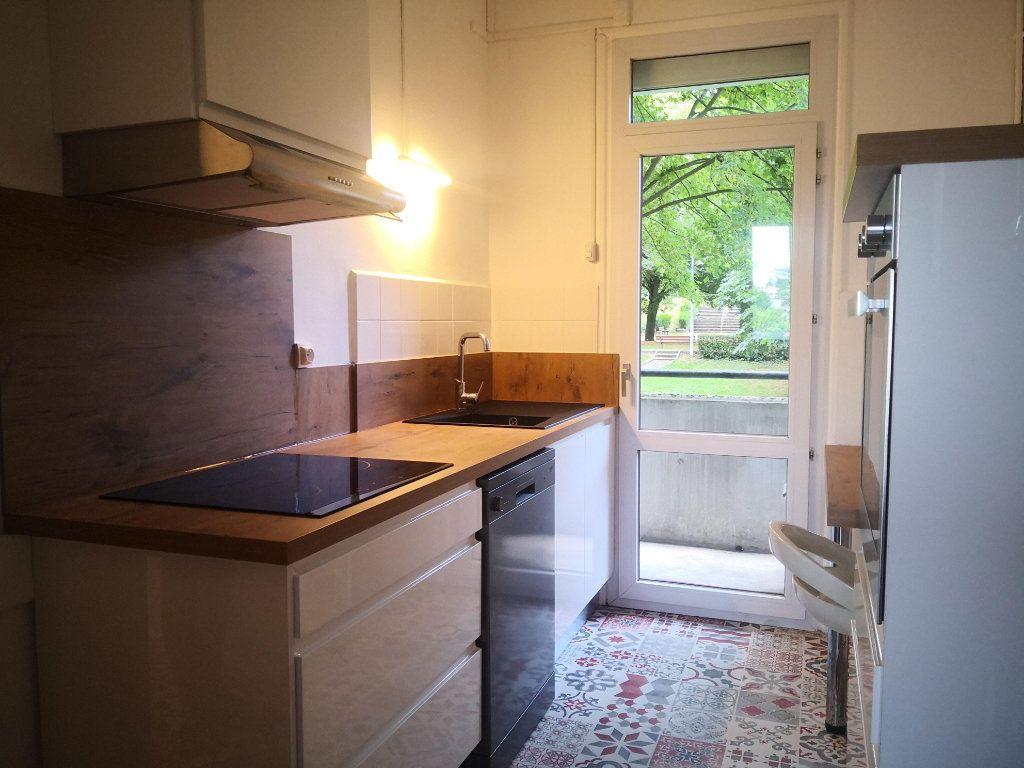 Appartement à louer 2 56.76m2 à Saint-Étienne vignette-1