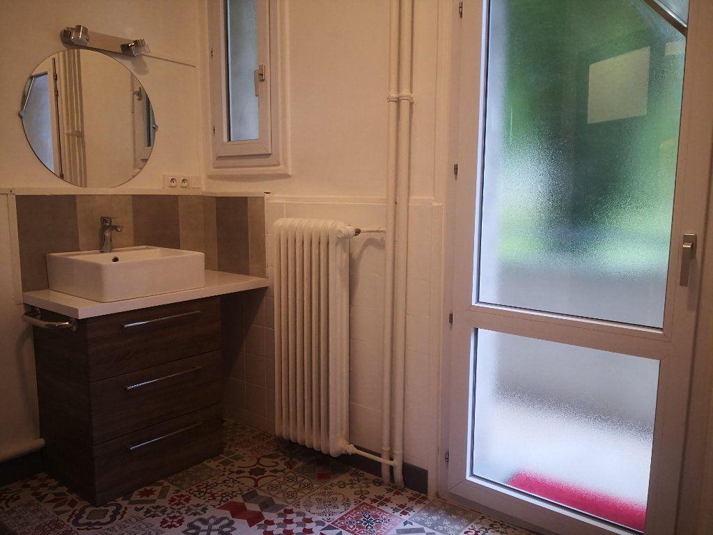 Appartement à louer 2 56.76m2 à Saint-Étienne vignette-4