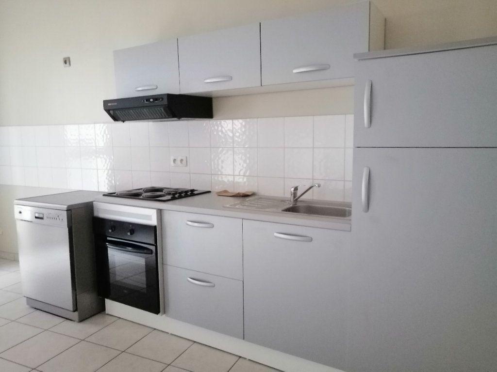 Appartement à louer 3 62.65m2 à Saint-Étienne vignette-2