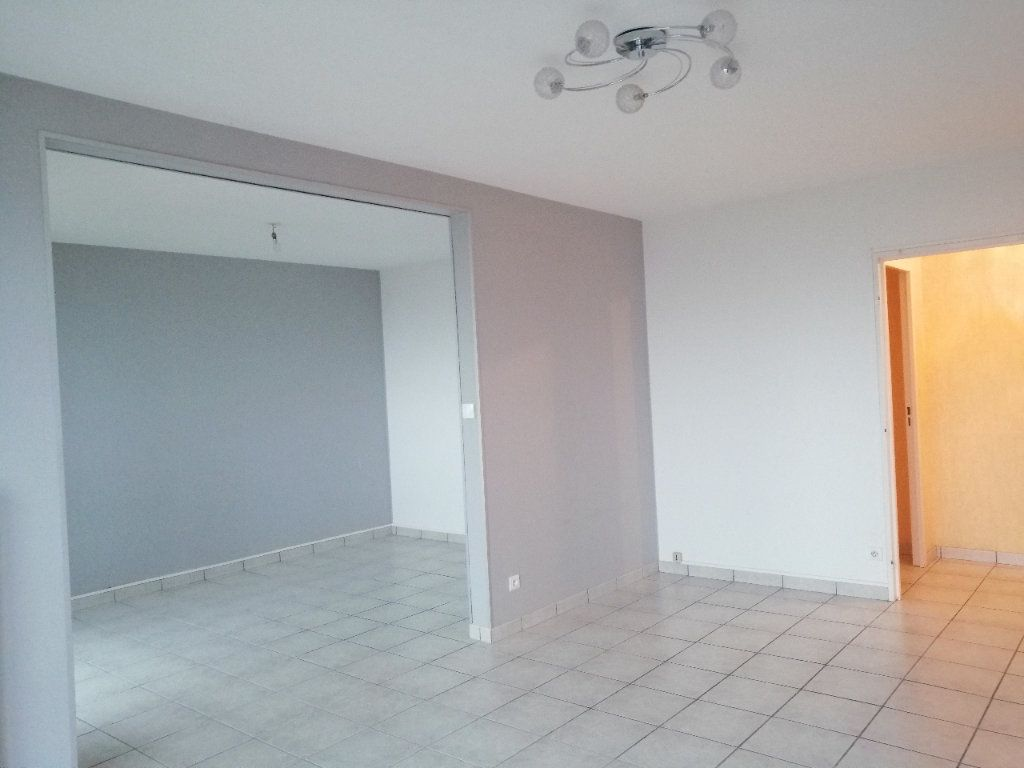 Appartement à louer 5 93m2 à Villars vignette-5