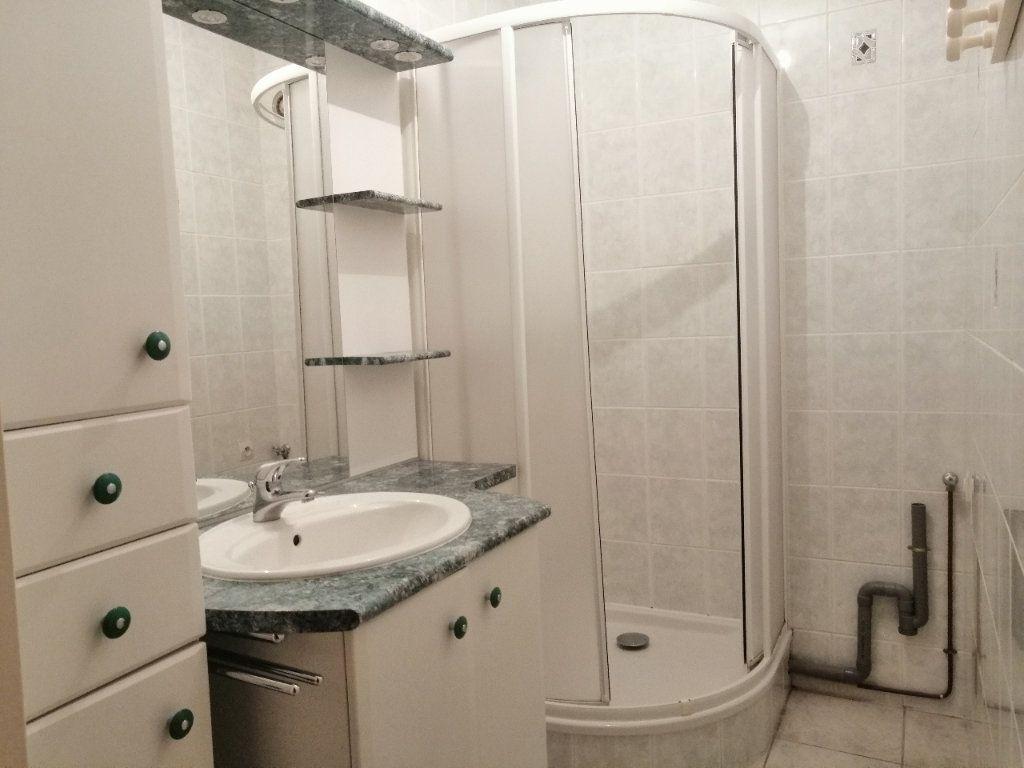 Appartement à louer 5 93m2 à Villars vignette-6