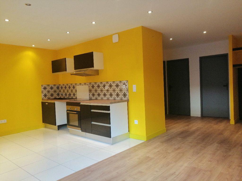 Appartement à louer 3 68.34m2 à Saint-Étienne vignette-2