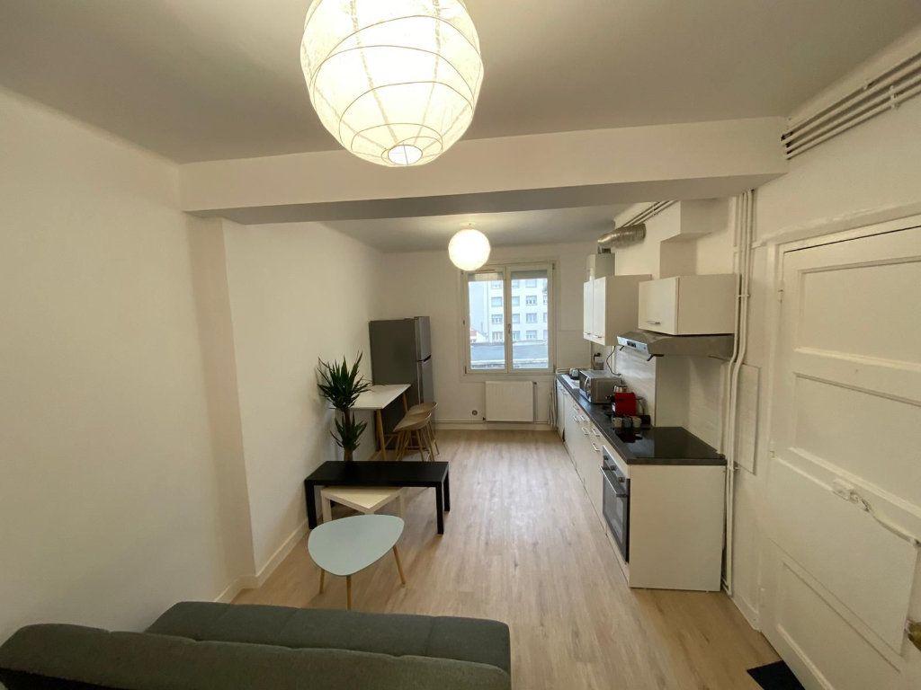 Appartement à louer 4 64.27m2 à Saint-Étienne vignette-1