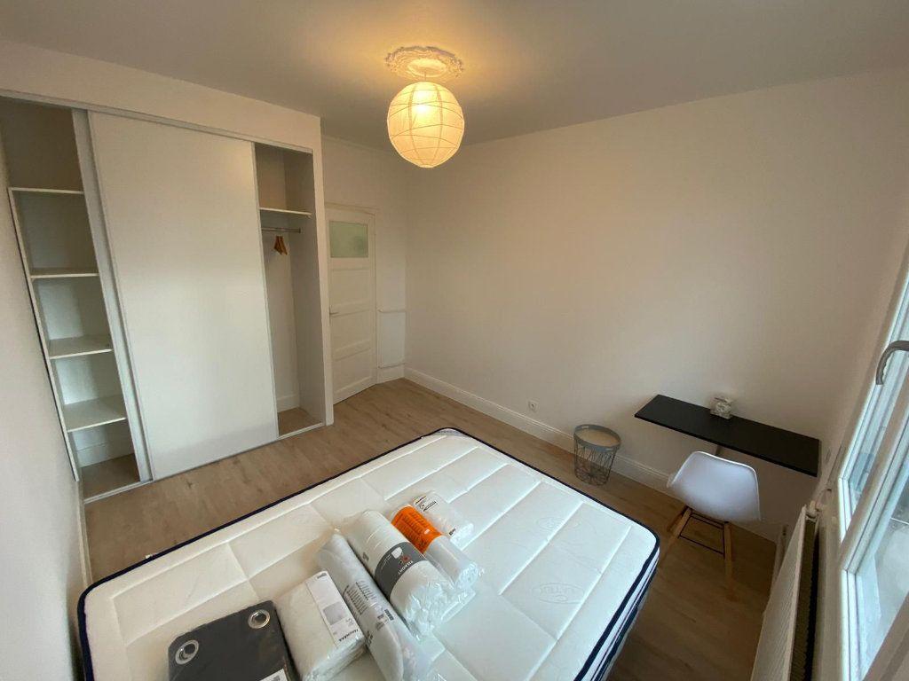 Appartement à louer 4 64.27m2 à Saint-Étienne vignette-2