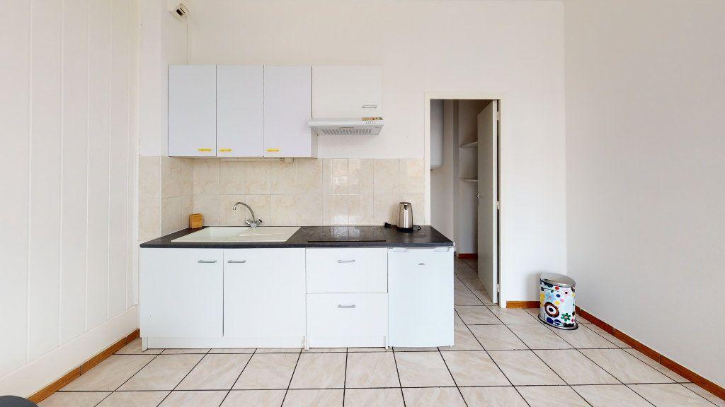 Appartement à louer 2 38m2 à Saint-Étienne vignette-2