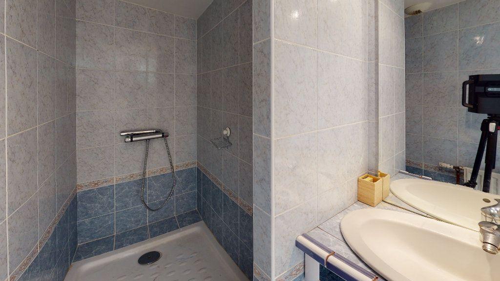 Appartement à louer 6 120m2 à Saint-Étienne vignette-9