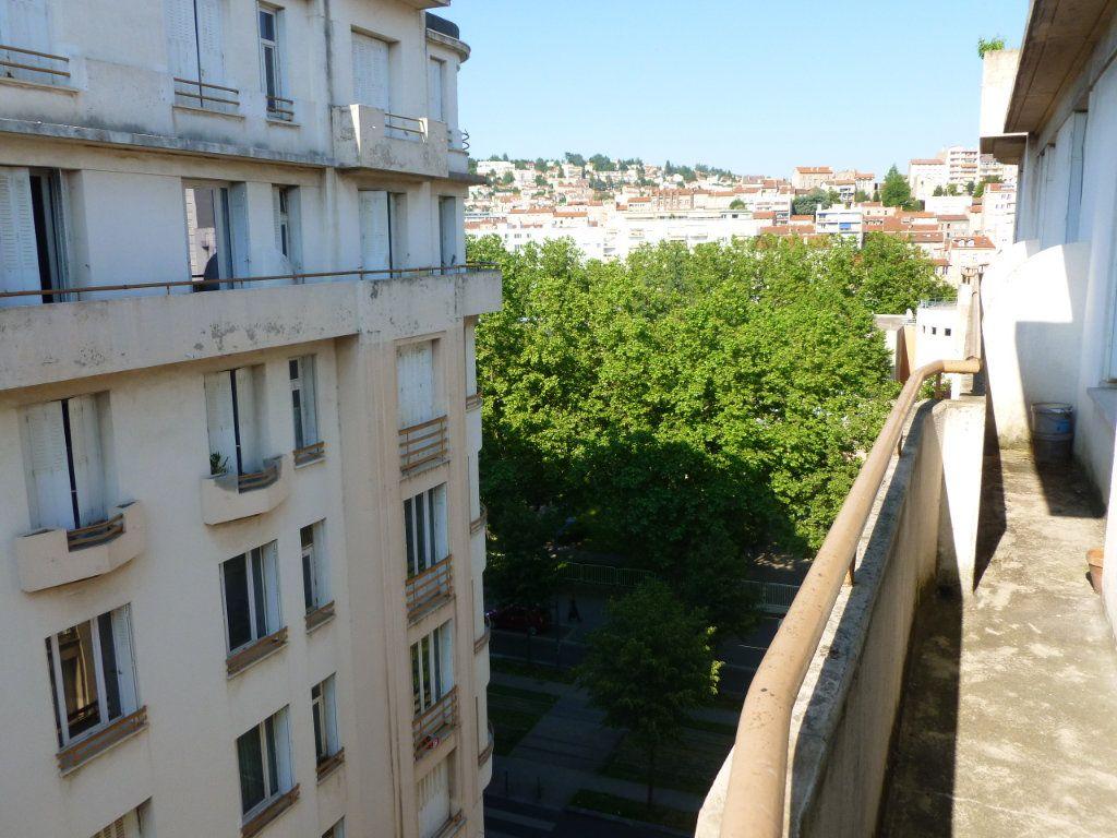 Appartement à louer 2 33m2 à Saint-Étienne vignette-1
