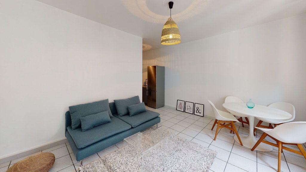 Appartement à louer 4 79.02m2 à Saint-Étienne vignette-4