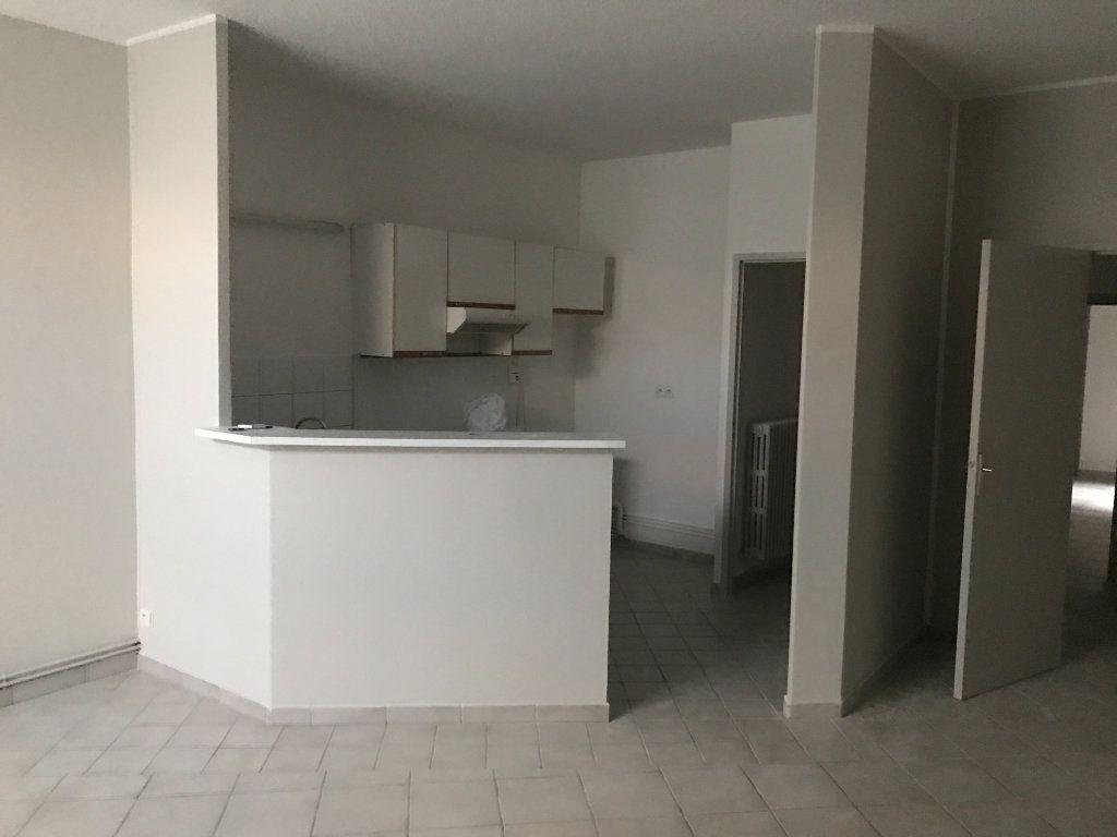Appartement à louer 2 62.82m2 à Saint-Étienne vignette-1