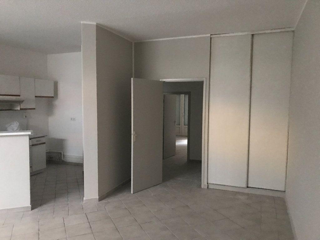 Appartement à louer 2 62.82m2 à Saint-Étienne vignette-3