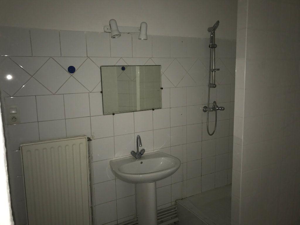 Appartement à louer 2 62.82m2 à Saint-Étienne vignette-5