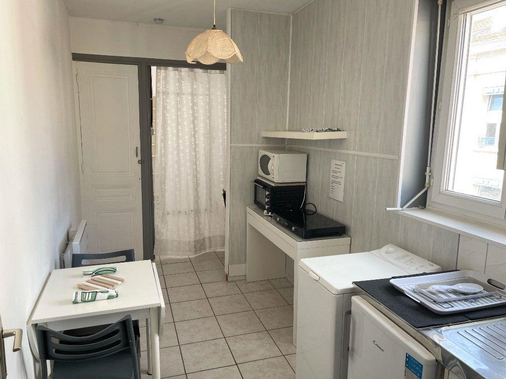 Appartement à louer 2 22.3m2 à Saint-Étienne vignette-1