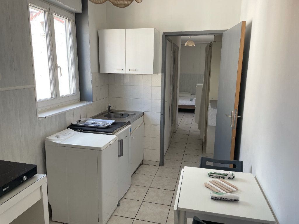 Appartement à louer 2 22.3m2 à Saint-Étienne vignette-2