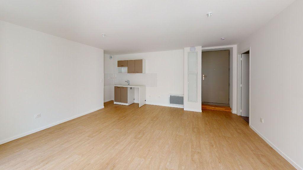 Appartement à louer 3 62.09m2 à Saint-Étienne vignette-2