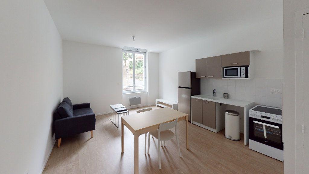 Appartement à louer 2 36.99m2 à Saint-Étienne vignette-1