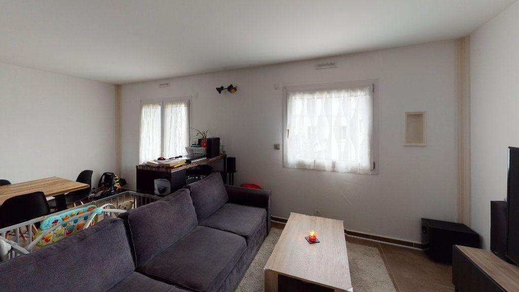 Appartement à louer 4 81.22m2 à Saint-Étienne vignette-1