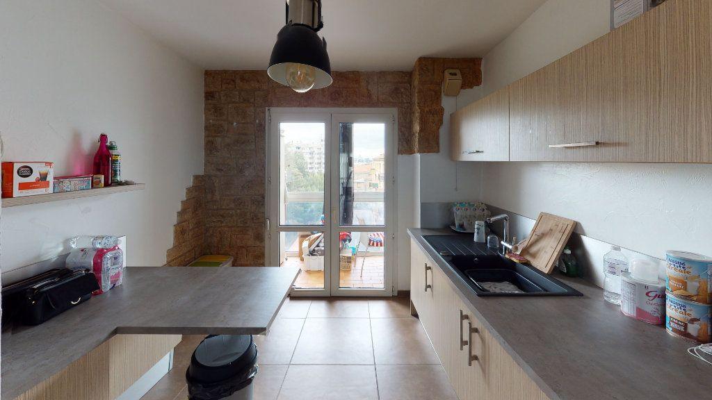 Appartement à louer 4 81.22m2 à Saint-Étienne vignette-2
