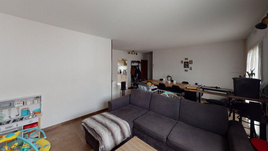 Appartement à louer 4 81.22m2 à Saint-Étienne vignette-3