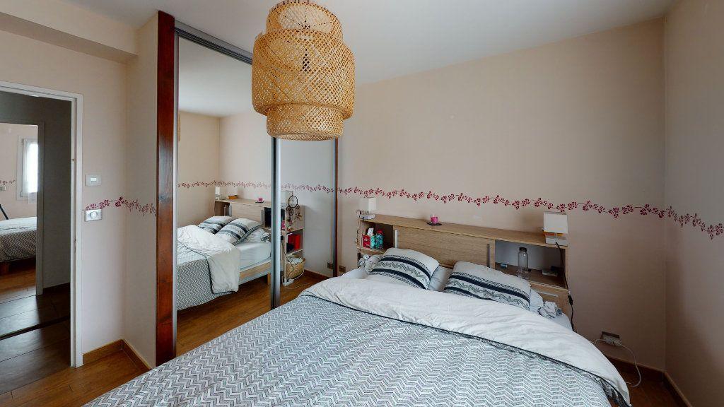 Appartement à louer 4 81.22m2 à Saint-Étienne vignette-4