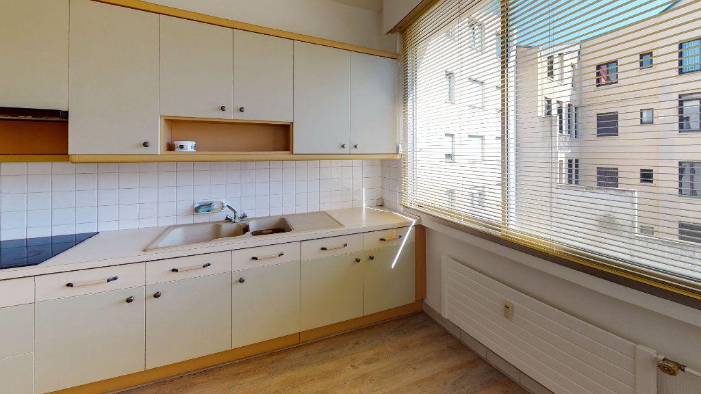 Appartement à louer 5 99.71m2 à Saint-Étienne vignette-2