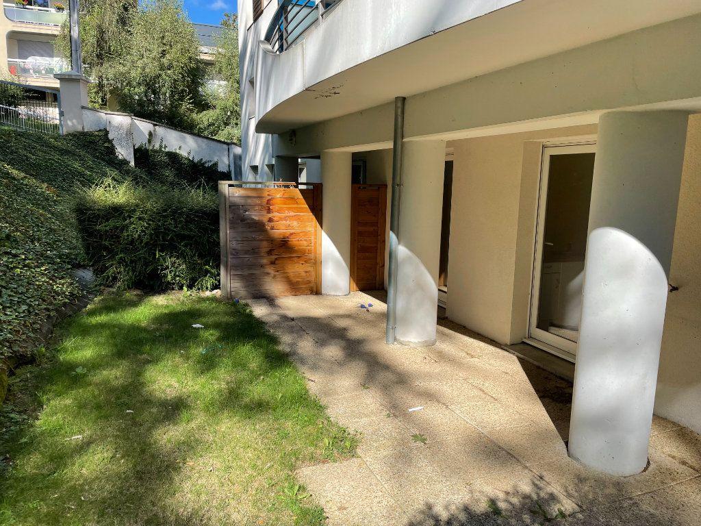 Appartement à louer 2 53.19m2 à Saint-Étienne vignette-1