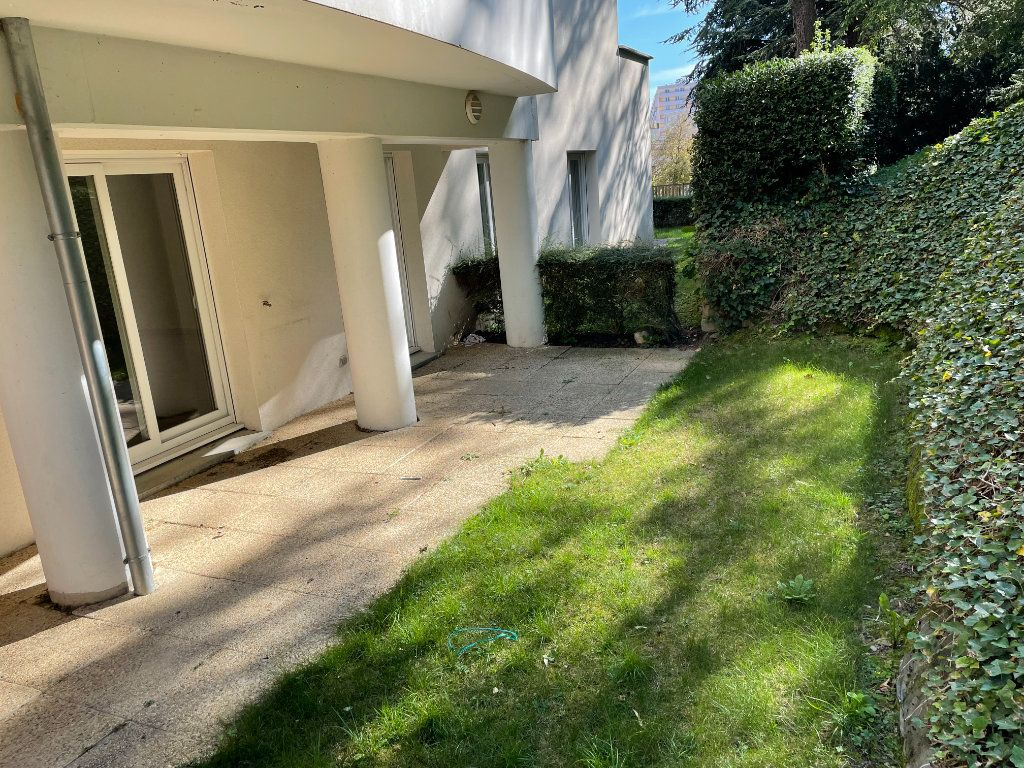 Appartement à louer 2 53.19m2 à Saint-Étienne vignette-2