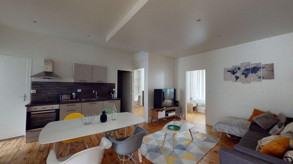 Appartement à louer 5 106.06m2 à Saint-Étienne vignette-2