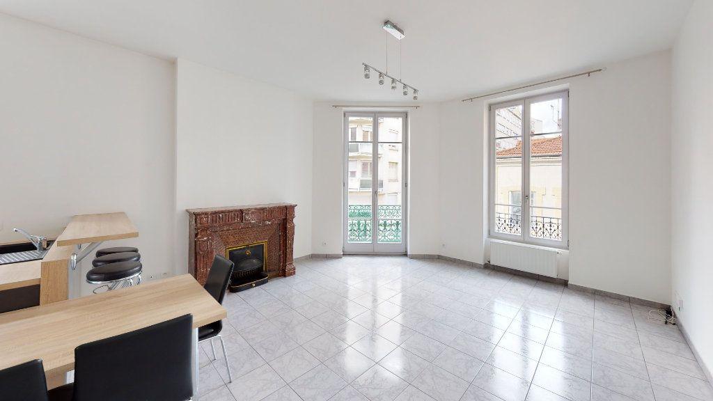 Appartement à louer 3 67.93m2 à Saint-Étienne vignette-1