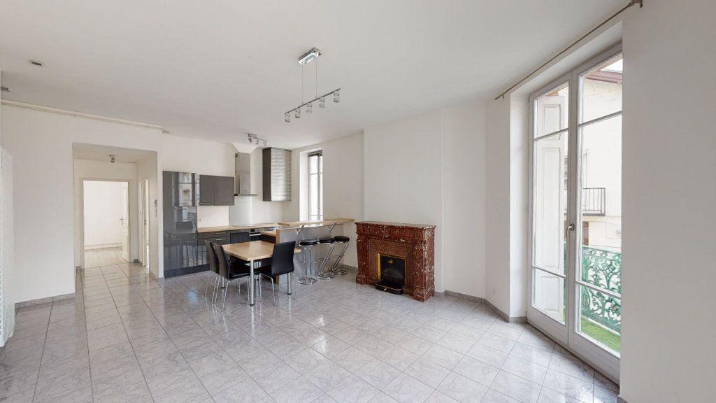 Appartement à louer 3 67.93m2 à Saint-Étienne vignette-2