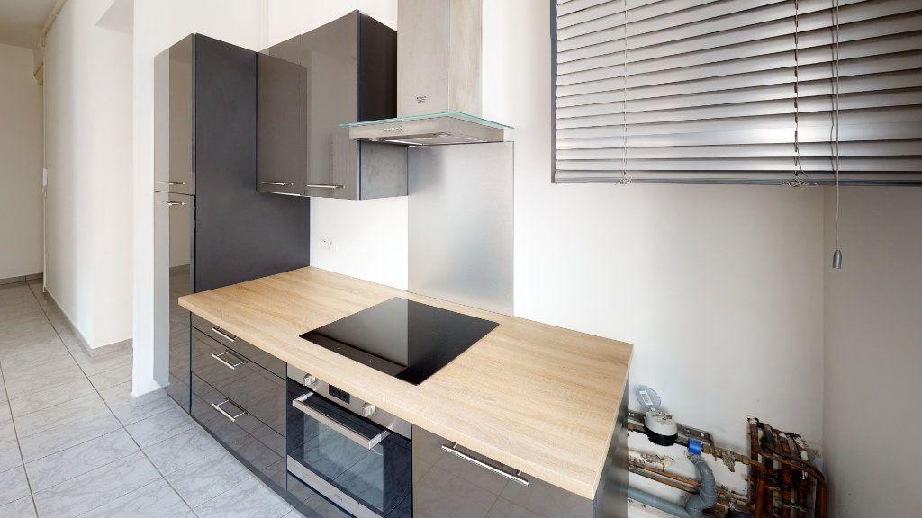 Appartement à louer 3 67.93m2 à Saint-Étienne vignette-3